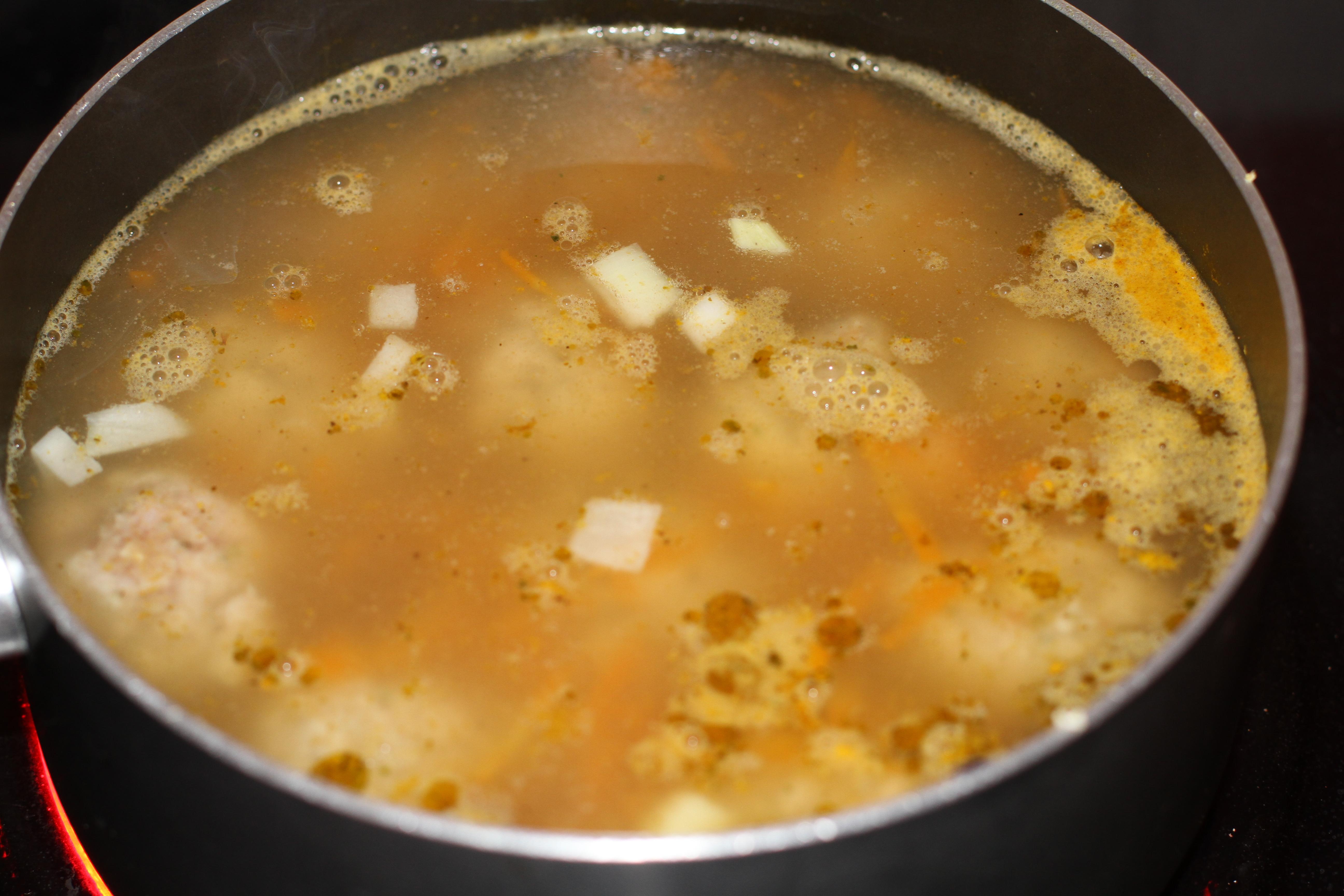 klopsy gotowane w sosie koperkowym