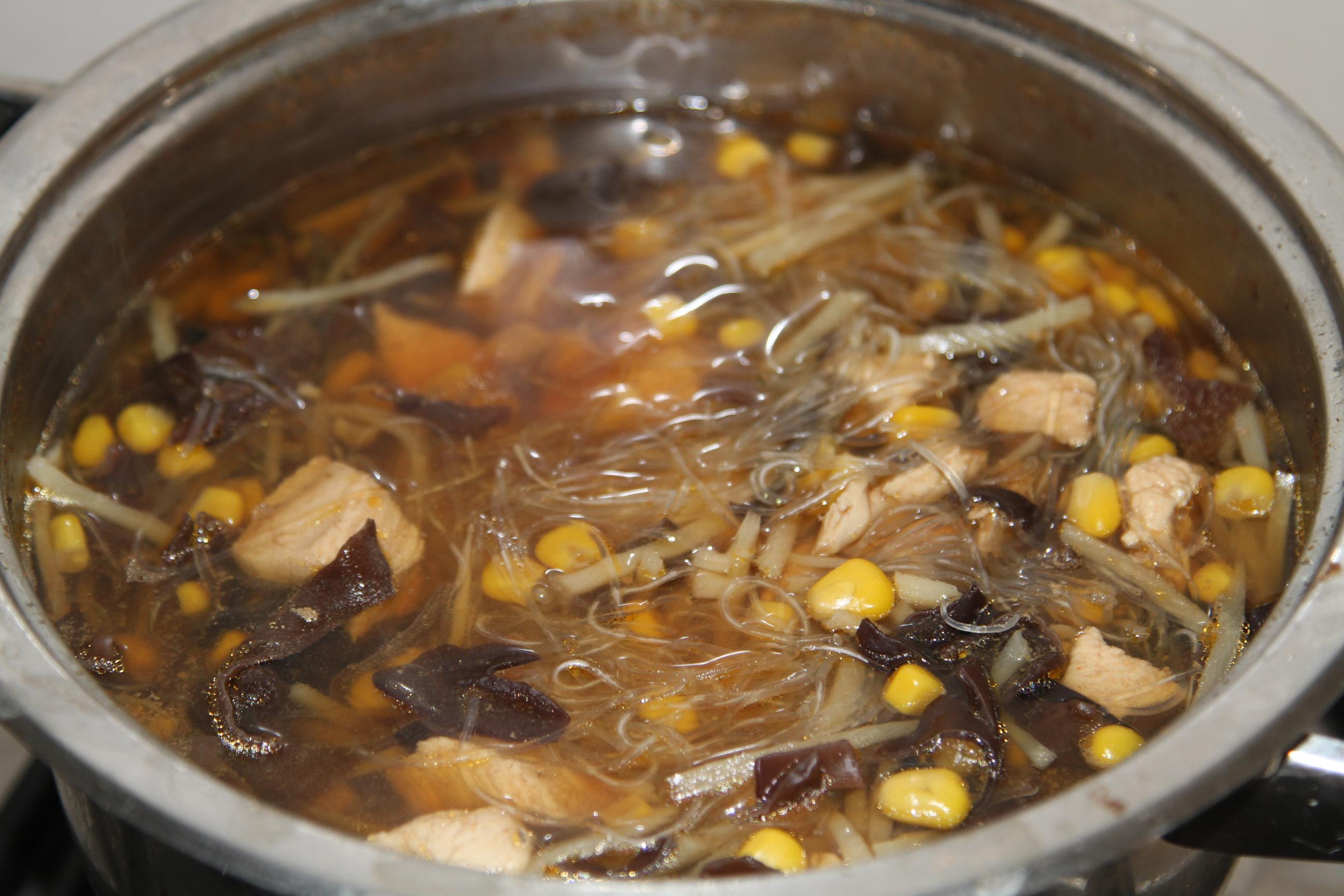 ostra zupa z grzybami mun i bambuse