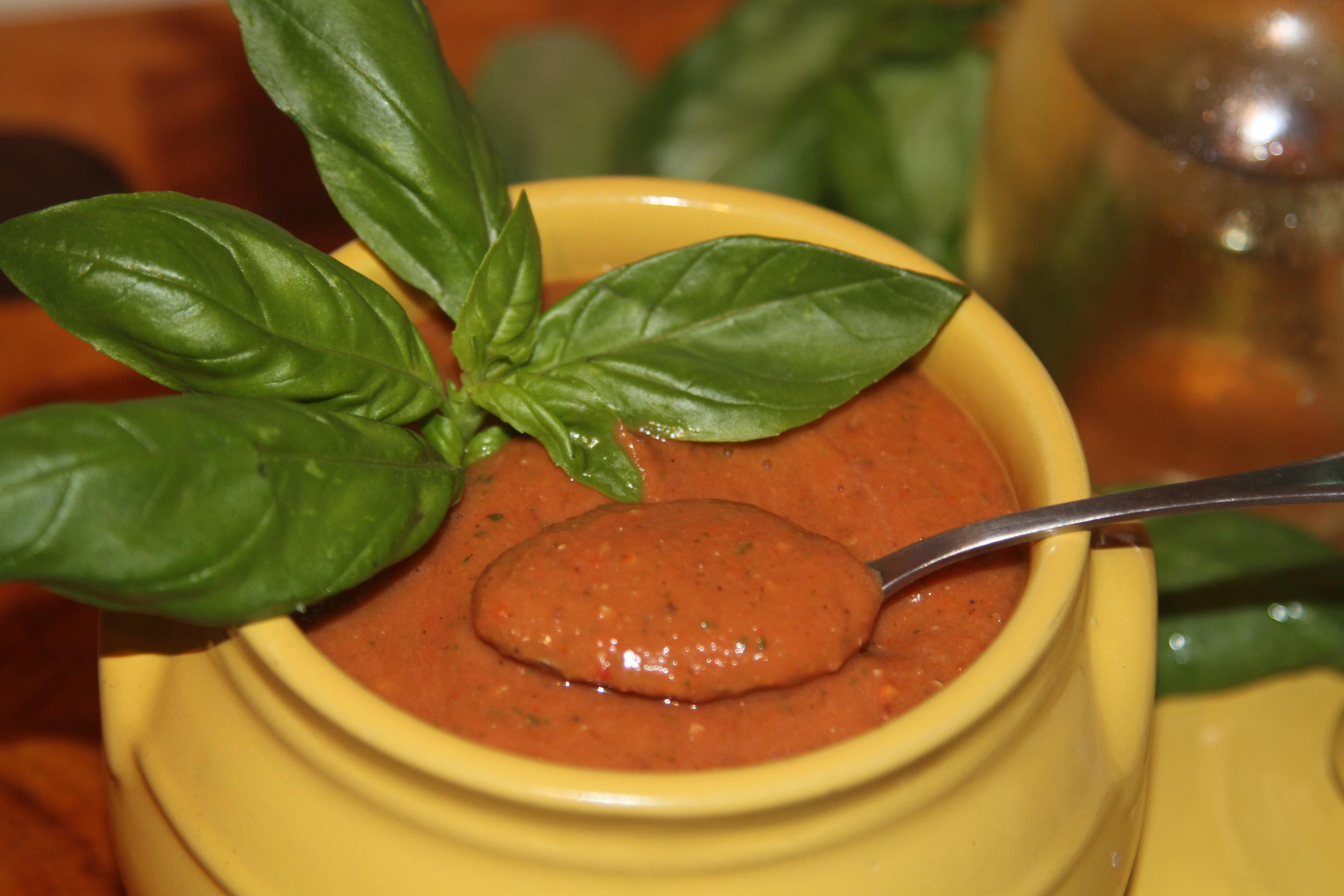 sos pomidorowy z bazylia