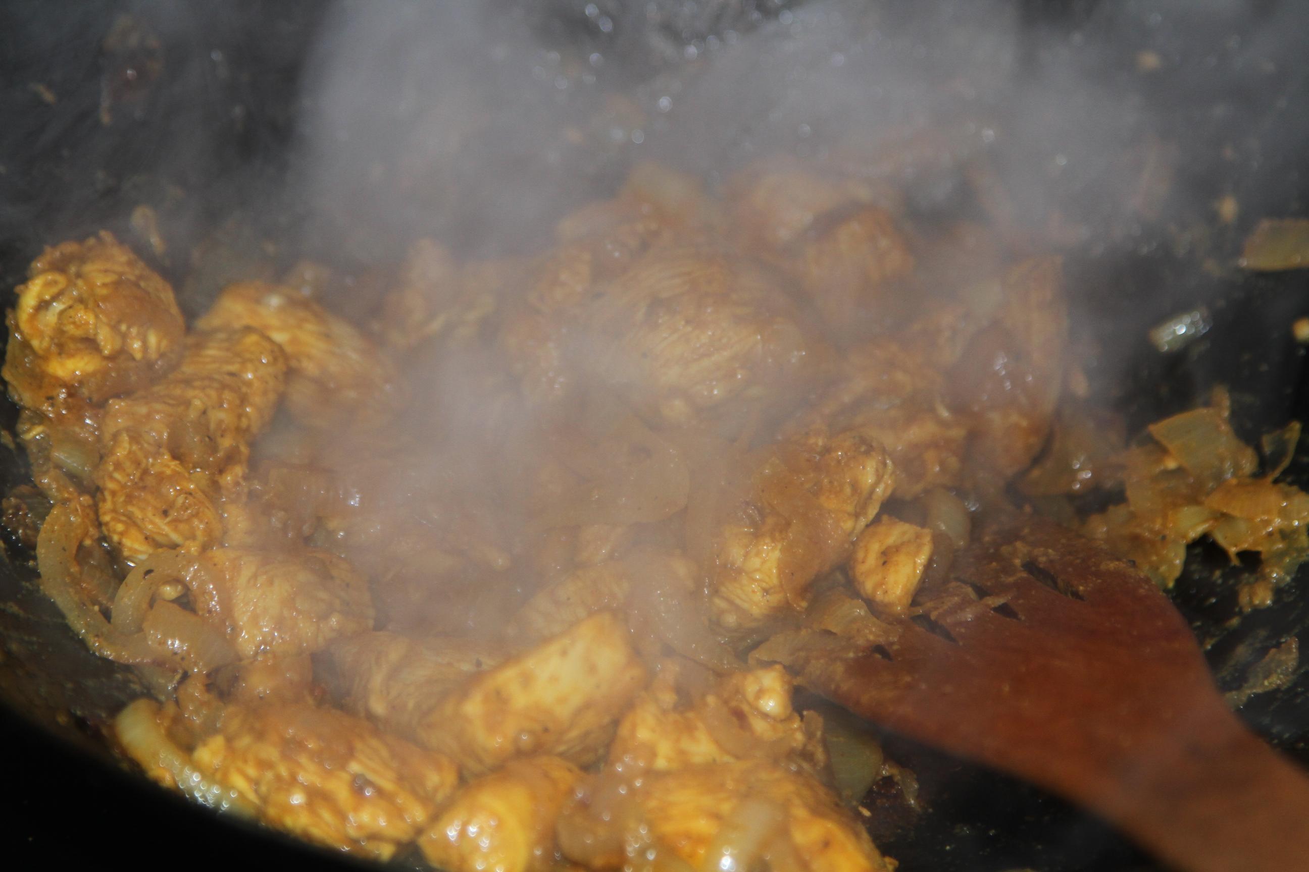 kurczak pikantny z przyprawami indyjskimi