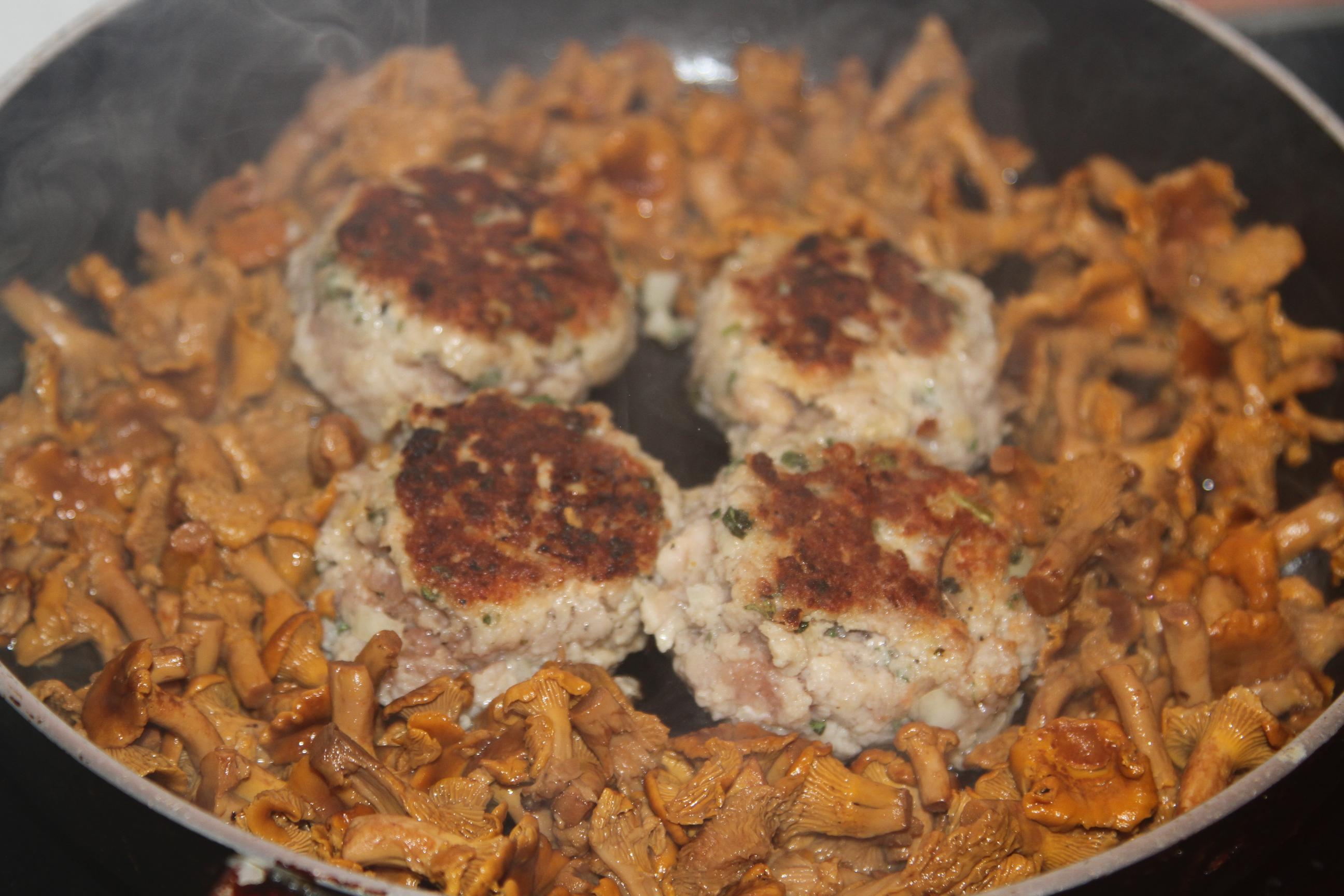 klopsy w sosie śmietanowo-grzybowym