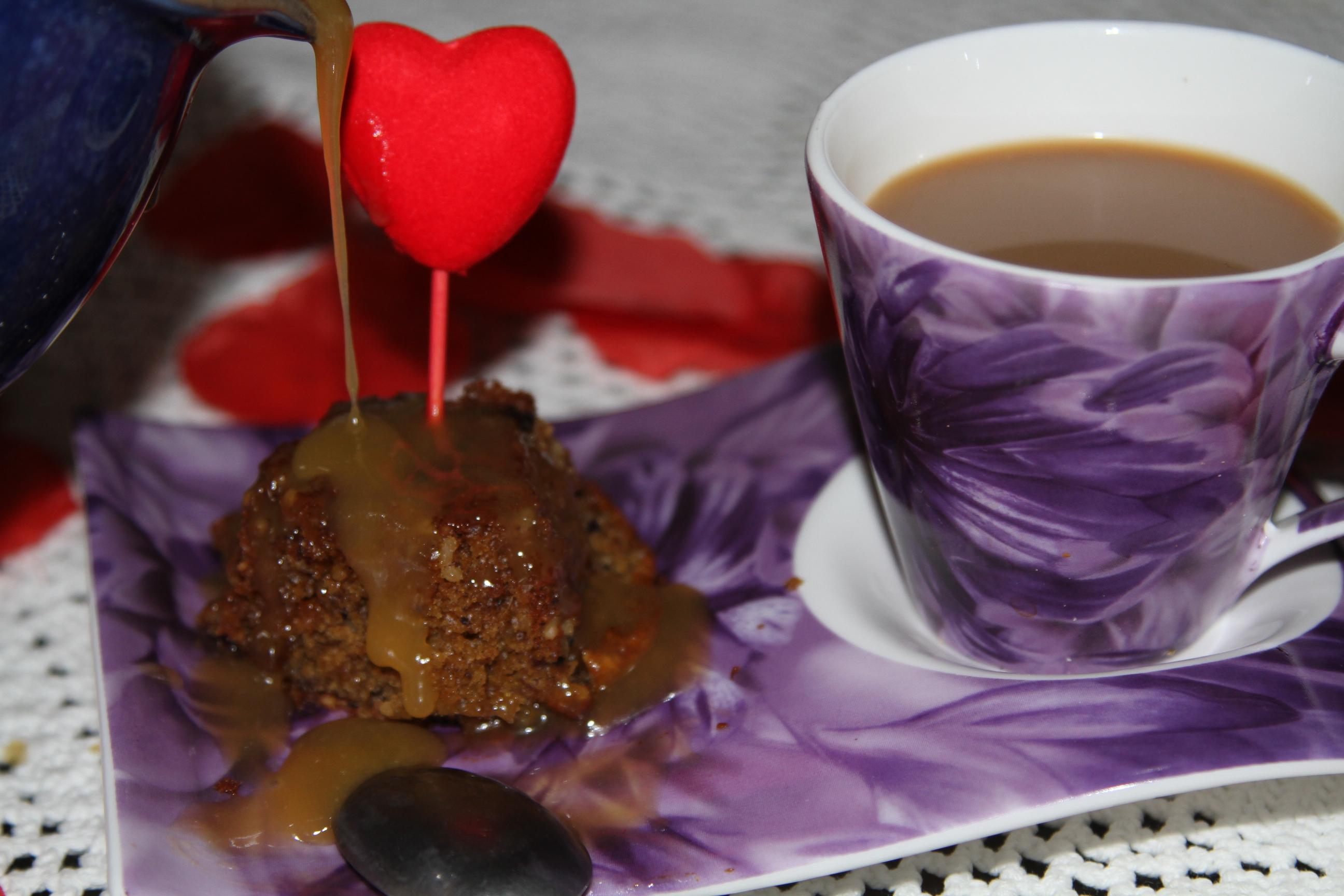 babeczki daktylowe z sosem carmelowym