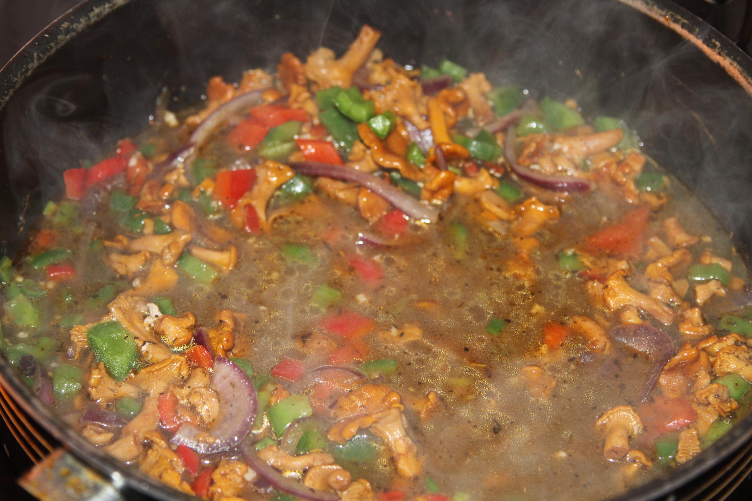 mięso w sosie z papryką