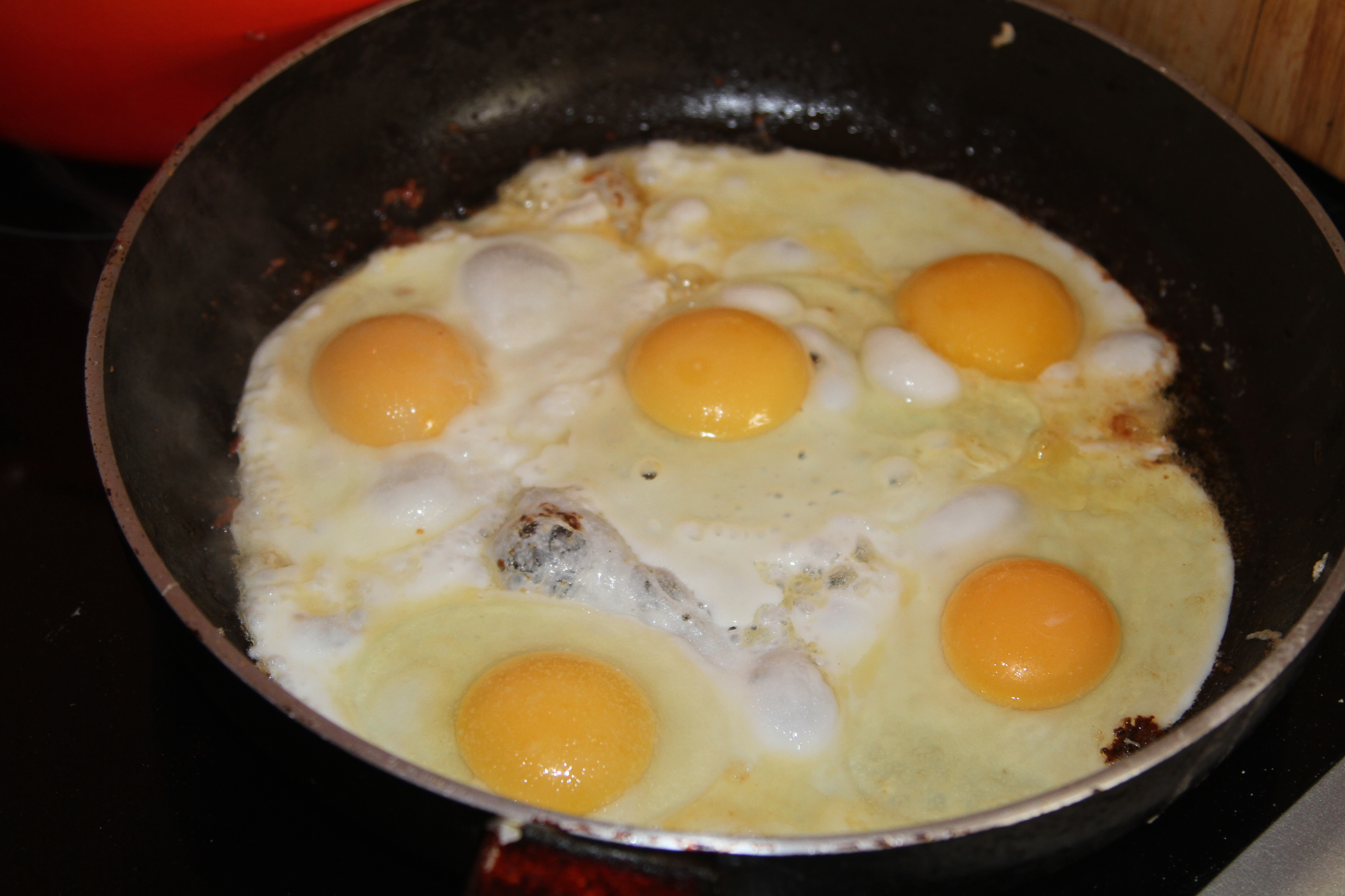 jajka sadzone na bekonie