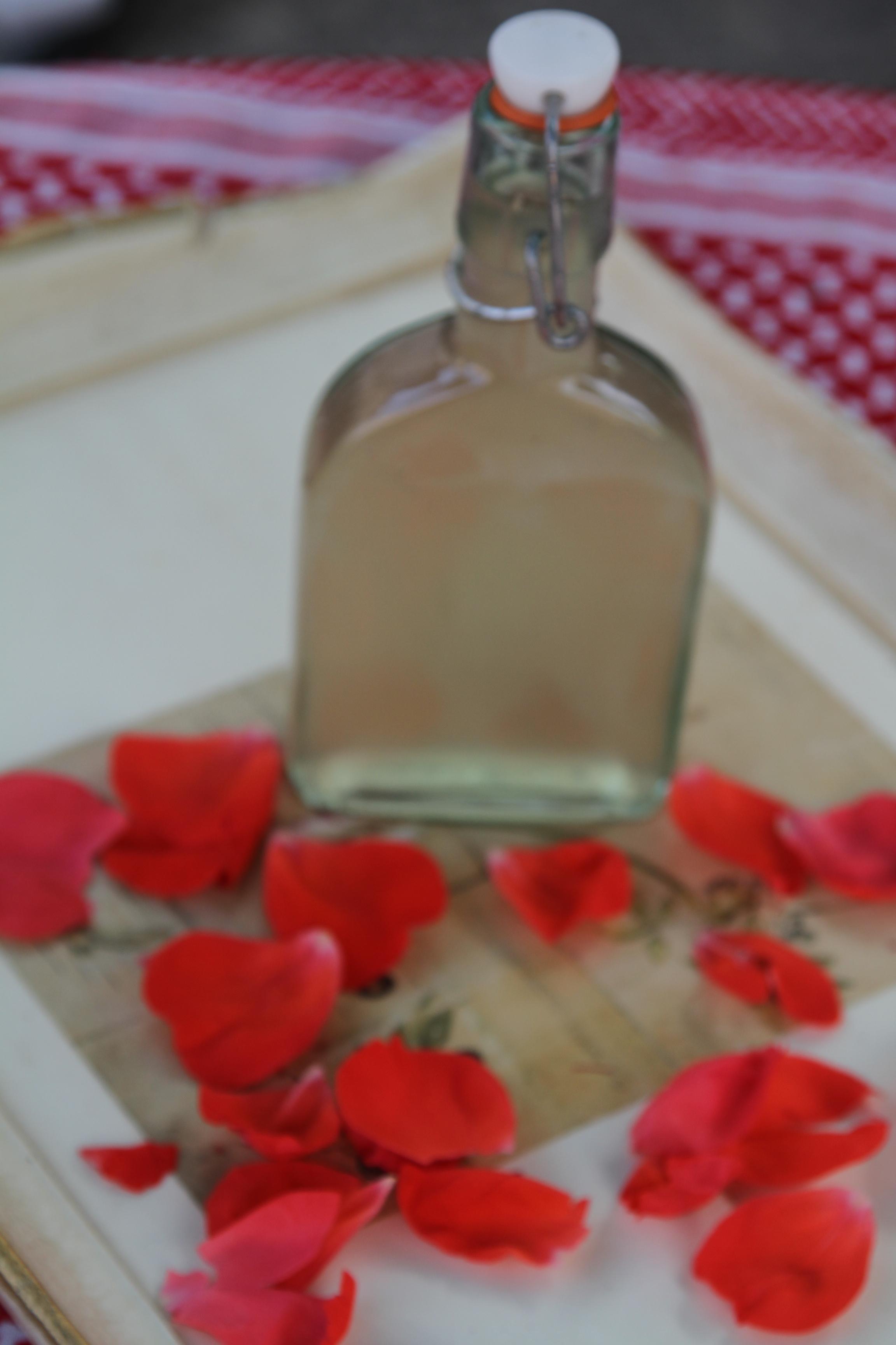 woda z płątków róży
