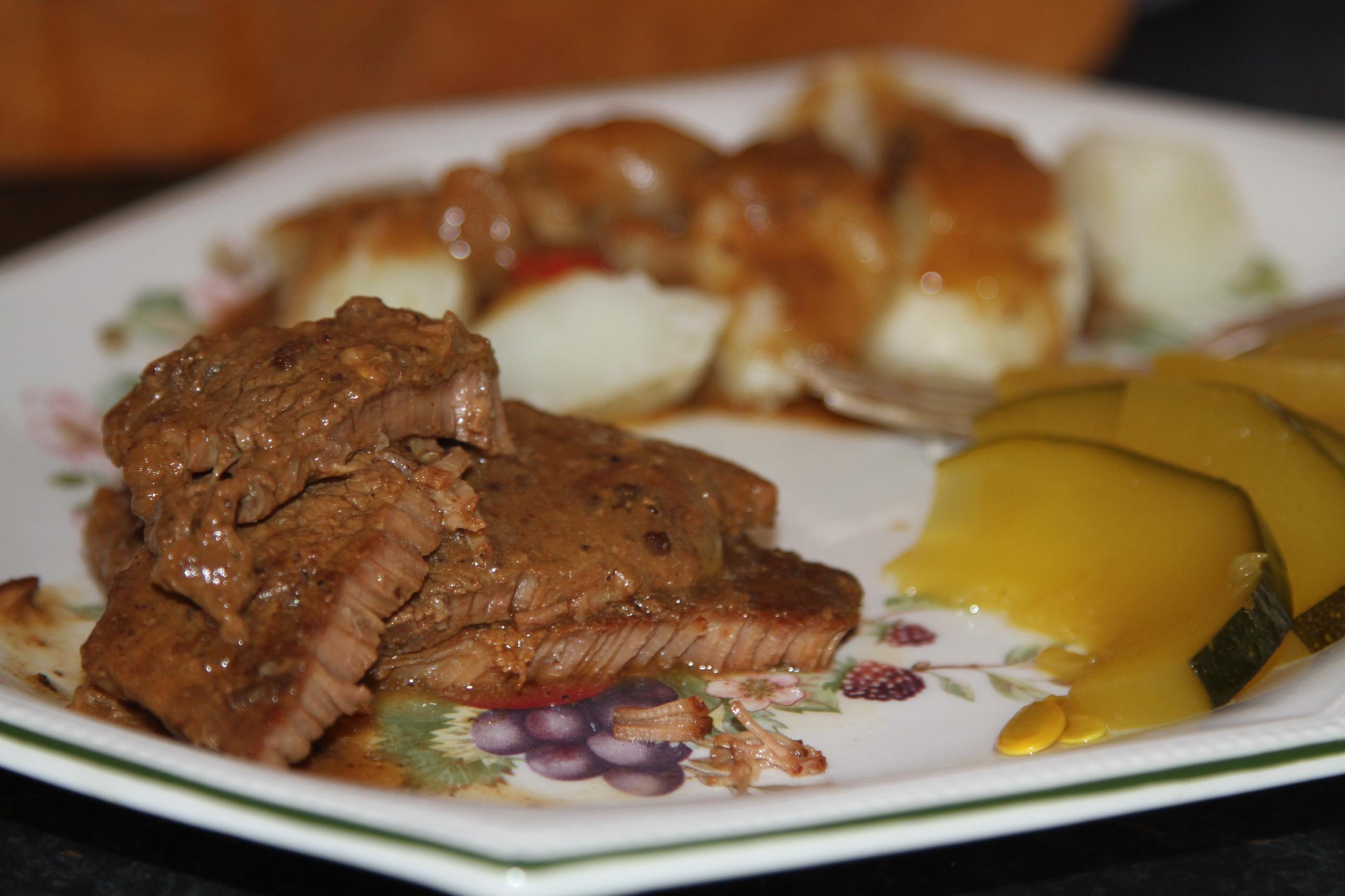 wołowe mięso z sosem