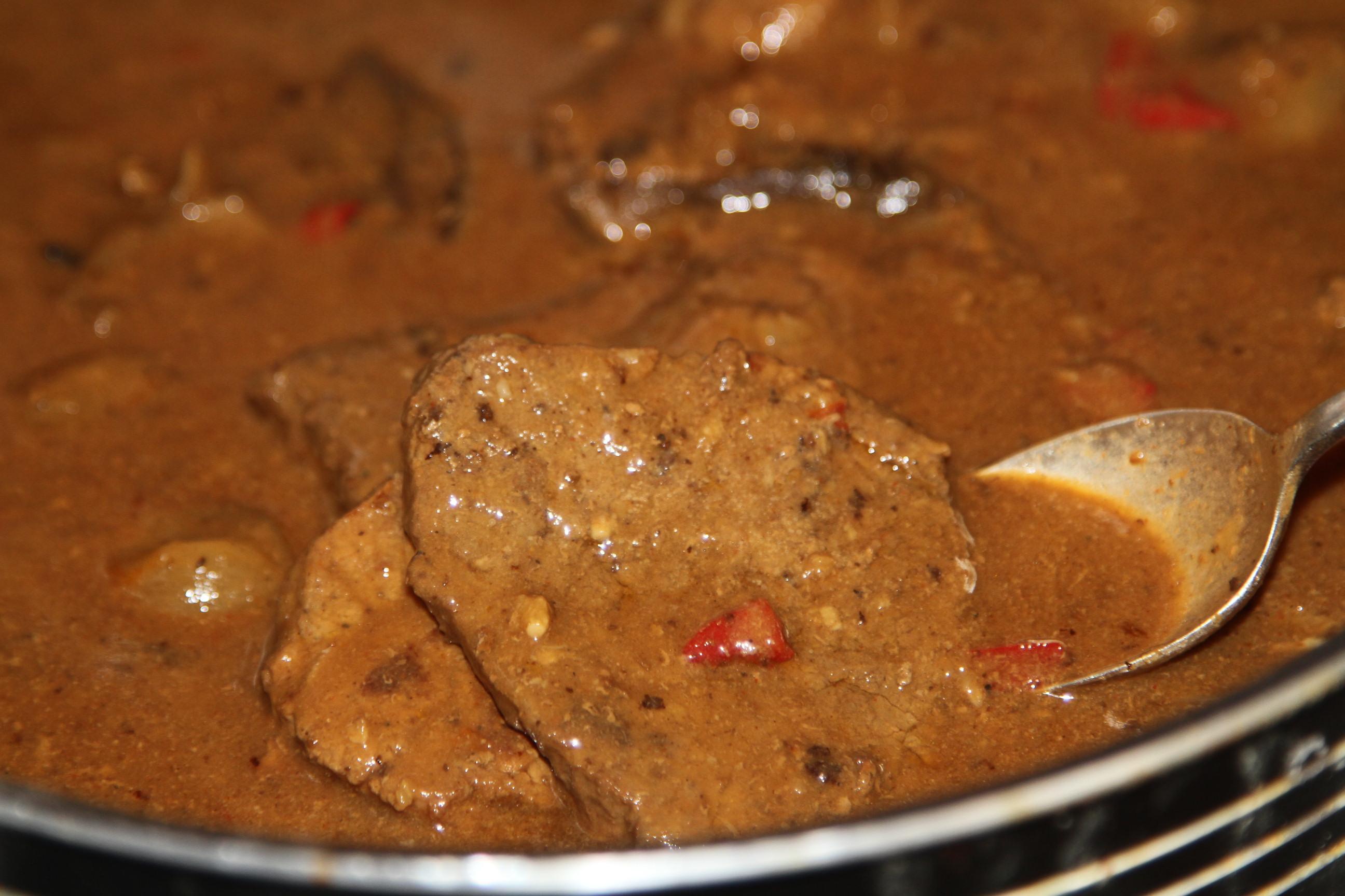 mięso wołowe w sosie