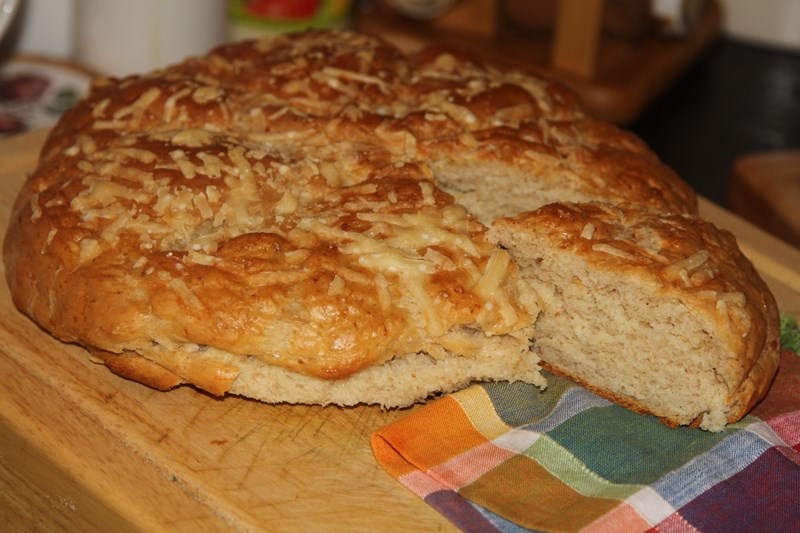 domowy chlebek serowy