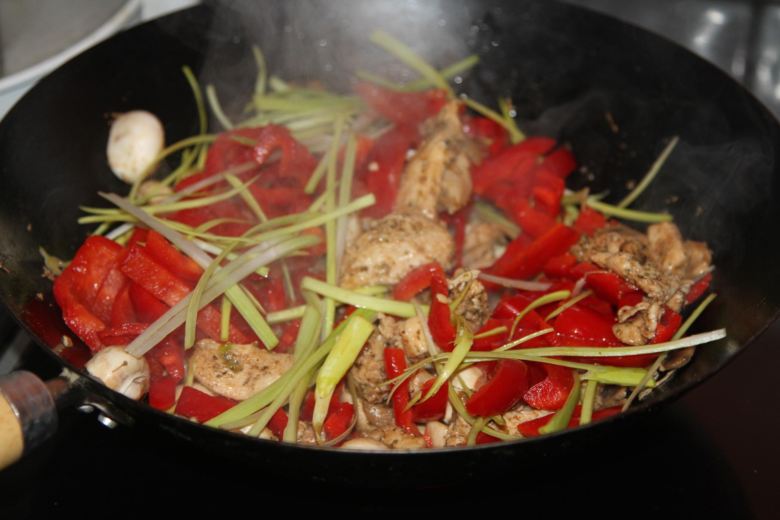 mięso w sosie pomidorowym
