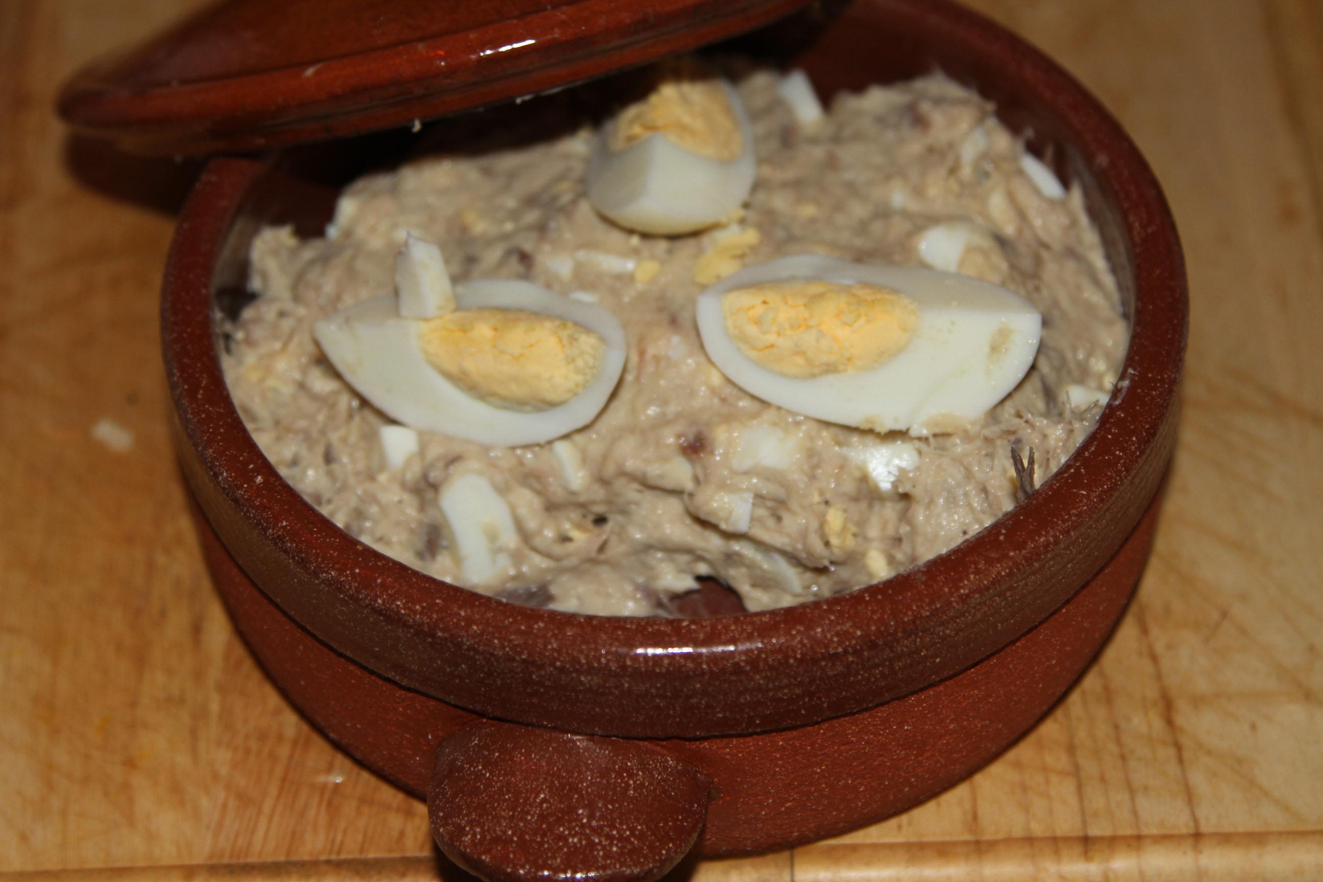 pasta z rybą i jajkiem