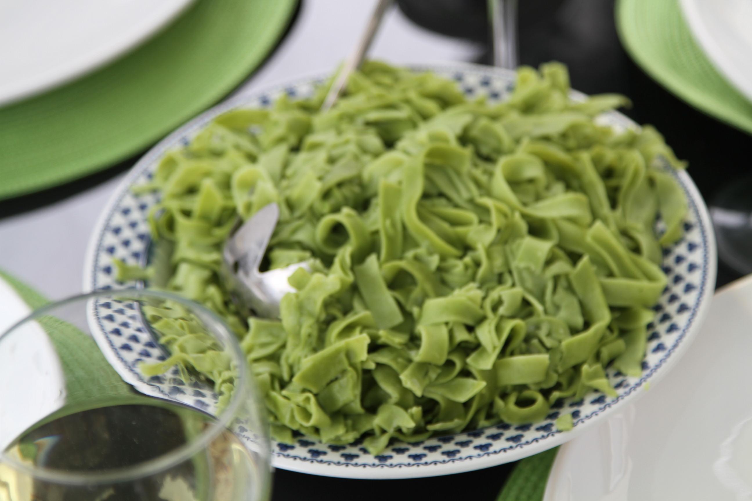 zielony makaron