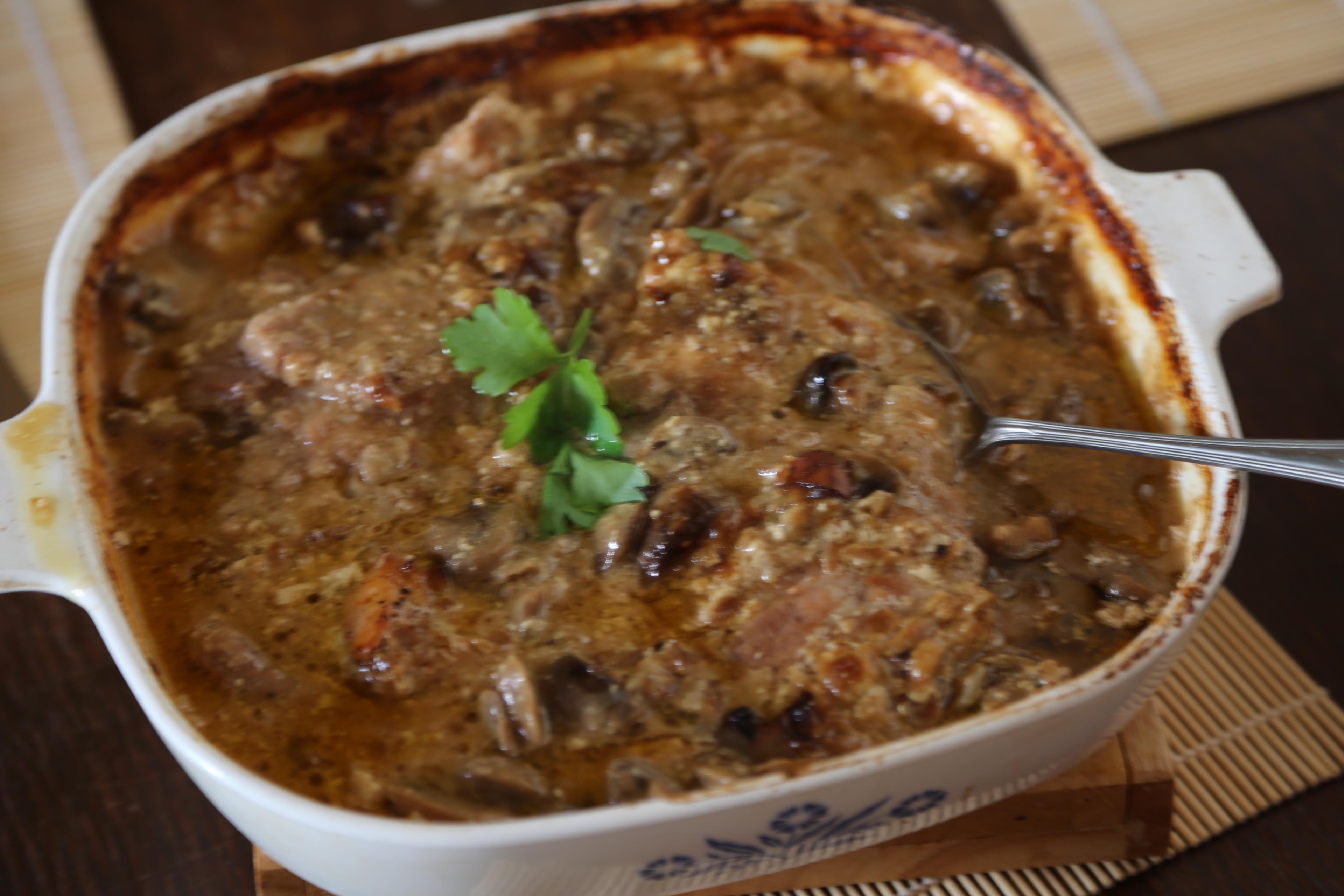 mięso w sosie cebulowo grzybowym