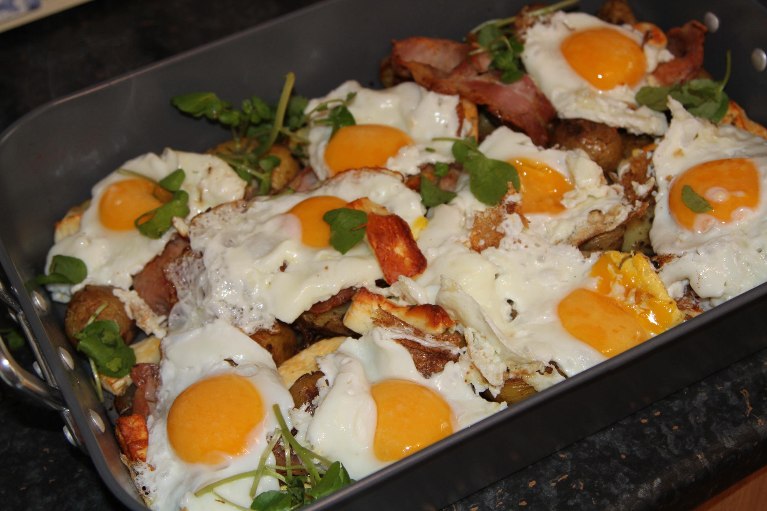 Ziemniaki Zapiekane Z Piekarnika Z Jajkiem I Chrupiacym Boczkiem