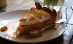 Ciasto rabarbarowe na kruchym spodzie z pianką