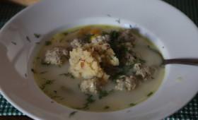 Zupa klopsikowa z dukanymi ziemniakami