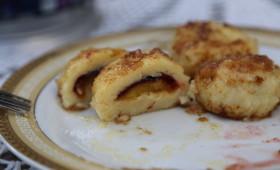 Knedle ze śliwkami z ciasta ziemniaczano – twarogowego