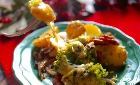 Zapiekanka ziemniaczana z ziemniakami i kiełbasą