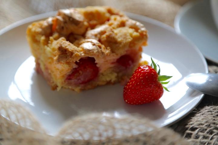 ciasto z kruszonką i owocami